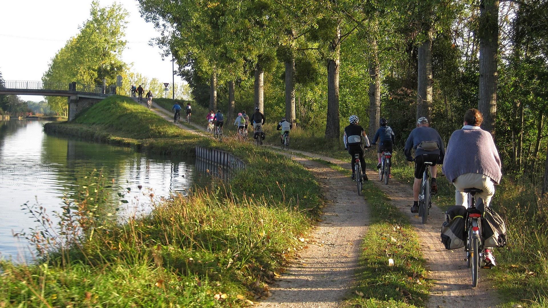 canal-halage-bourgogne-velo